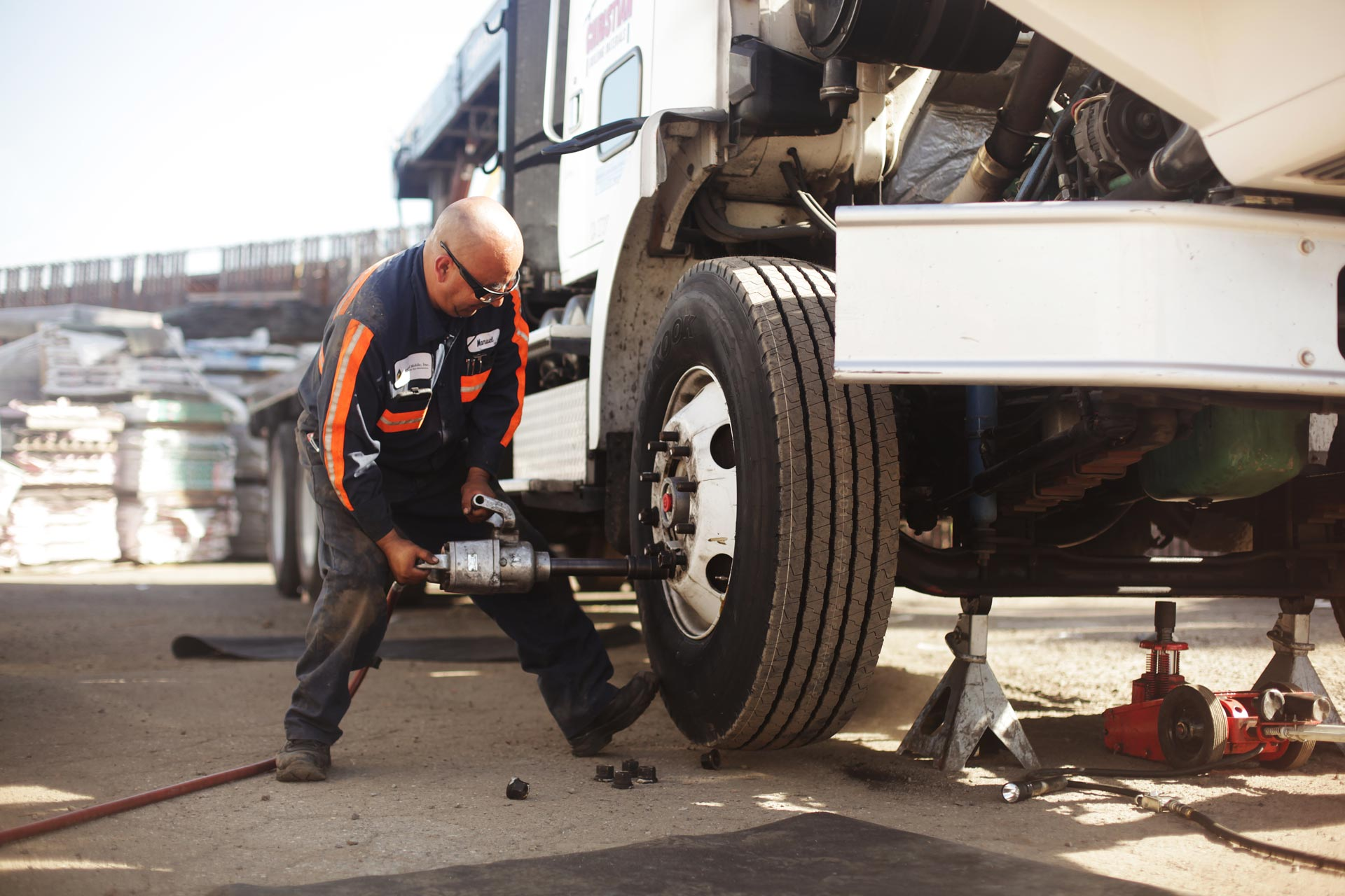 Mobile Tire Service >> Truck Repair - Managed Mobile, Inc.